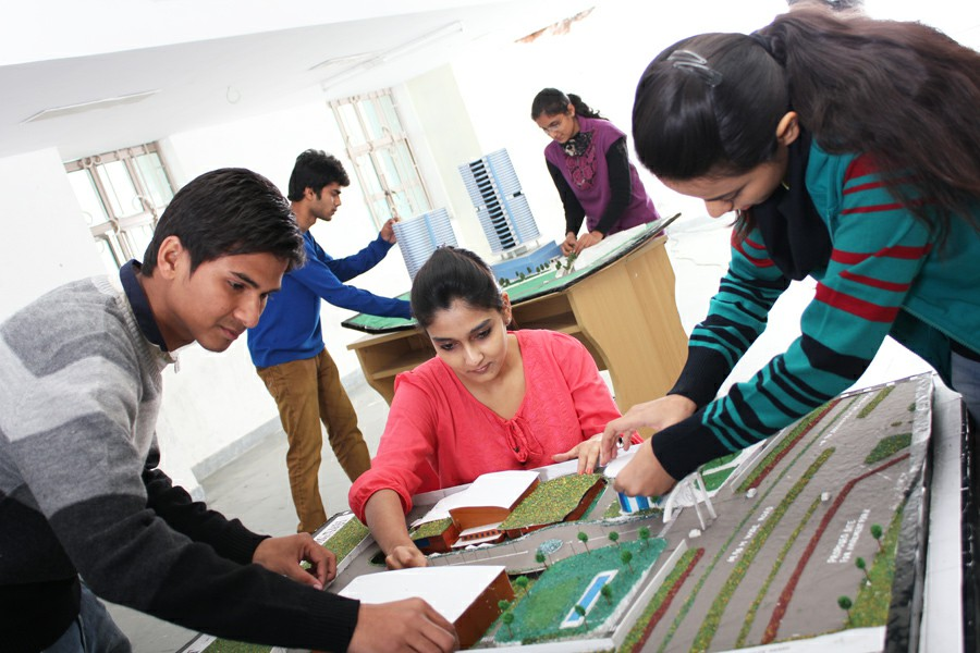 Amity University-Lucknow Gallery Photo 1